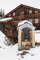 Italie, Val d'Aoste, Val d'Ayas,  Ayas: Maison d'Hôte: Frantze le rascard 1721,  Vieux chalet de 1721 // Italy, Aosta Valley, Ayas: House Host: Frantze 1721 rascard Old cottage 1721