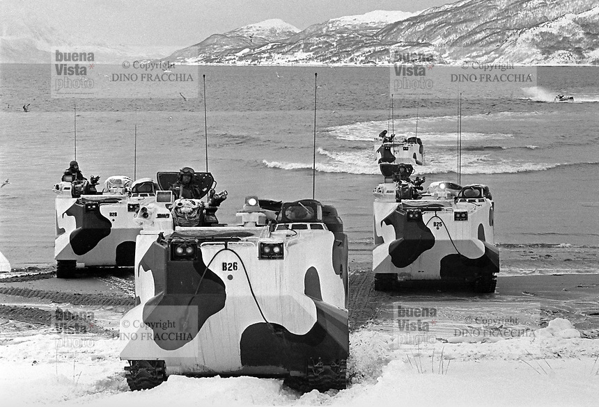 - NATO exercises AMF (Allied Mobil Force) in Norway, february 1986; landing of US Marines with LVTP amphibious vehicles<br /> <br /> - Esercitazioni NATO AMF (Allied Mobil Force) in Norvegia, febbraio 1986; sbarco di Marines USA con veicoli anfibi LVTP