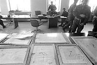- Piemonte, Novembre 1994, l'alluvione del fiume Tanaro nella città di Alessandria; recupero delle stampe danneggiate nella biblioteca<br /> <br /> - Piedmont, November 1994, the flood of the Tanaro River in the city of Alessandria; recovery of damaged prints in the library