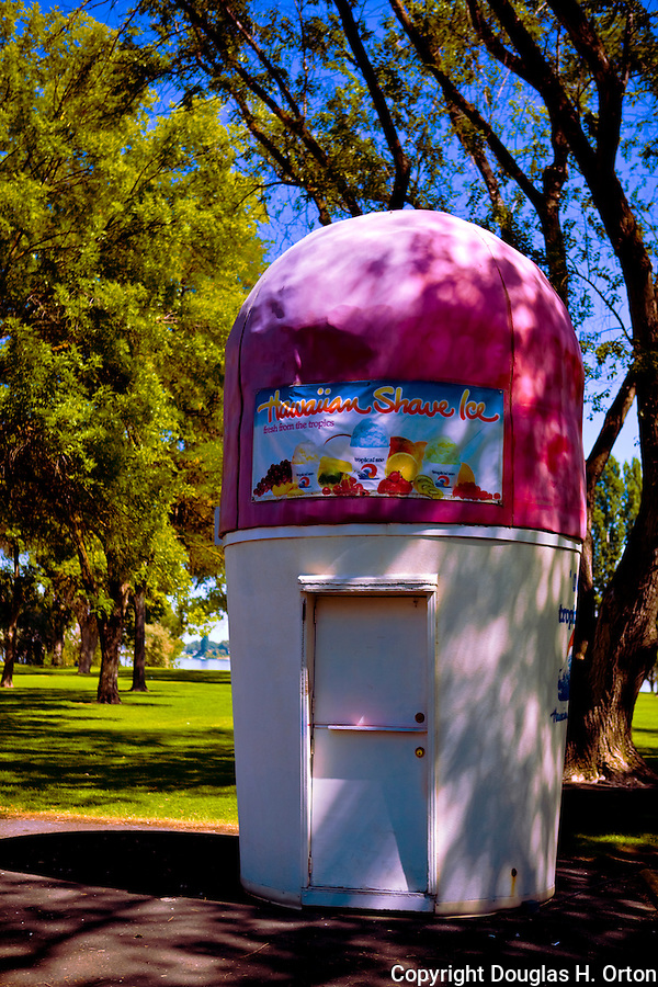 Out of business?  A vendor's stand sits at a park in Moses Lake, WA.