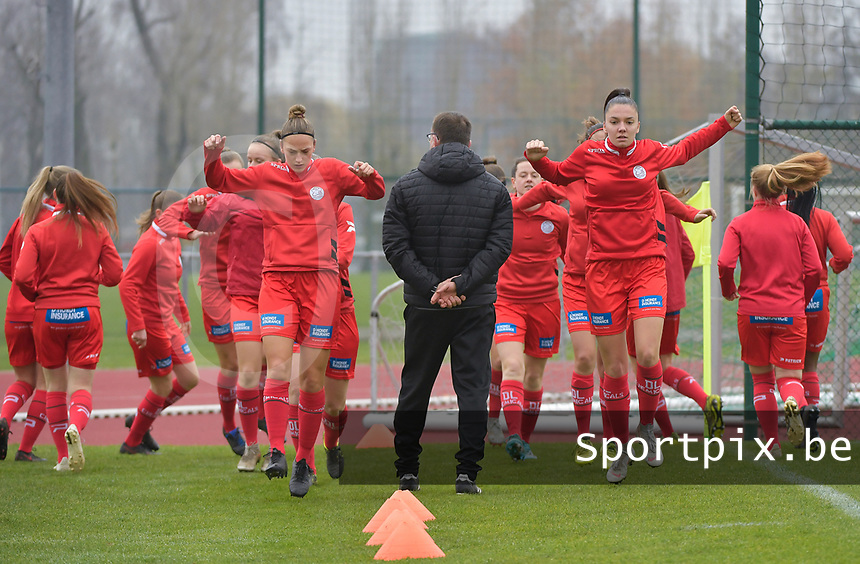 Zulte Waregem's players pictured during the warming up ofa female soccer game between SV Zulte - Waregem and White Star Woluwe on the 9th matchday of the 2020 - 2021 season of Belgian Scooore Women s SuperLeague , saturday 12 th of December 2020  in Waregem , Belgium . PHOTO SPORTPIX.BE   SPP   DIRK VUYLSTEKE
