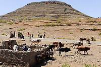ETHIOPIA, Tigray, frontier area to Eritrea, well / AETHIOPIEN, Tigray, Hochland, Grenzgebiet zu Eritrea, Brunnen