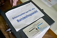 Stimmabgabe zur Bundestagswahl 2021 in Berlin.<br /> 25.9.2021, Berlin<br /> Copyright: Christian-Ditsch.de