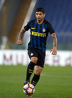 Calcio, Serie A: Roma vs Inter. Roma, stadio Olimpico, 2 ottobre 2016.<br /> FC Inter's Ever Banega in action during the Italian Serie A football match between Roma and FC Inter at Rome's Olympic stadium, 2 October 2016.<br /> UPDATE IMAGES PRESS/Isabella Bonotto