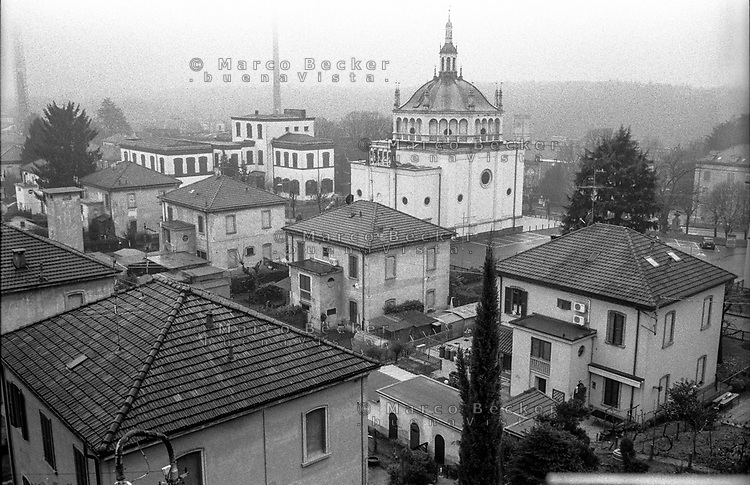 Crespi d'Adda (Bergamo), villaggio operaio di fine '800 nel settore tessile cotoniero --- Crespi d'Adda (Bergamo), workers model village of the late 19th century in the cotton textile production field