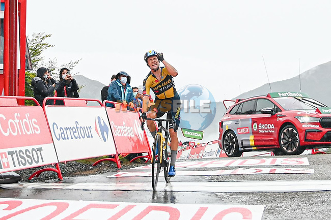 Primoz Roglic (SLO) Jumbo-Visma wins Stage 17 of La Vuelta d'Espana 2021, running 185.8km from Unquera to Lagos de Covadonga, Spain. 1st September 2021.    <br /> Picture: Cxcling | Cyclefile<br /> <br /> All photos usage must carry mandatory copyright credit (© Cyclefile | Cxcling)