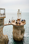 Frankreich, Provence-Alpes-Côte d'Azur, Nizza: Hotel und Restaurant La Réserve mit exponierter Terrasse direkt am Wasser | France, Provence-Alpes-Côte d'Azur, Nice: hotel and restaurant La Réserve with exposed seaside terrace