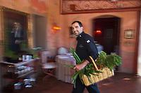 Europe/France/2B/Haute Corse/Balagne/Calvi: Hôtel-Restaurant: La Signoria - Le chef: Thomas d'Arcangelo au retour du potager [Non destiné à un usage publicitaire - Not intended for an advertising use]