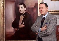 Alberto Sordi nel centenario dalla sua nascita 1925/2020, foto realizzata nello studio del pittore Rinaldo Geleng in occasione del suo ritratto ufficiale. Roma 2000