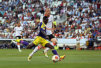 Valencia, Spain. Thursday 19 September 2013<br /> Pictured: Nathan Dyer of Swansea (L) shoots wide<br /> Re: UEFA Europa League game against Valencia C.F v Swansea City FC, at the Estadio Mestalla, Spain,