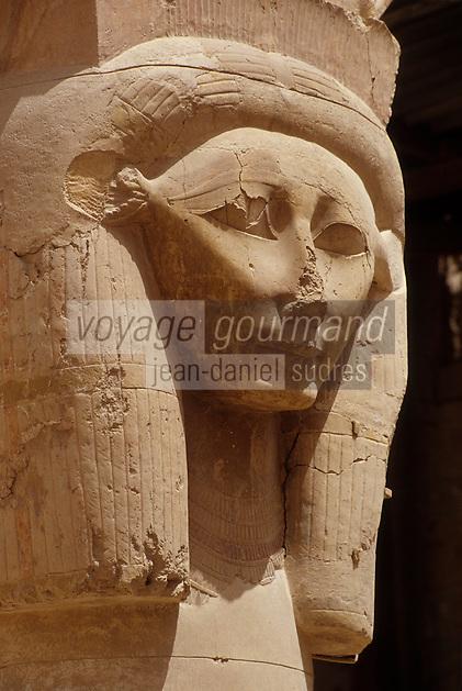 Afrique/Egypte/Louxor/Ancienne Thèbes: Temple d'Hatshepsout à Deir El Bahari - Statue monumentale de la reine Hatshepsout
