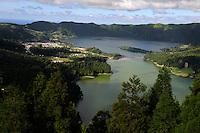 Kratersee Lagoa Azul und Lagoa Verde auf der Insel Sao Miguel, Azoren, Portugal