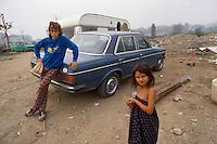- permanent camp for Rom nomads at Torino periphery (September 1989)<br /> <br /> - accampamento stanziale per nomadi Rom alla periferia di Torino (Settembre 1989)