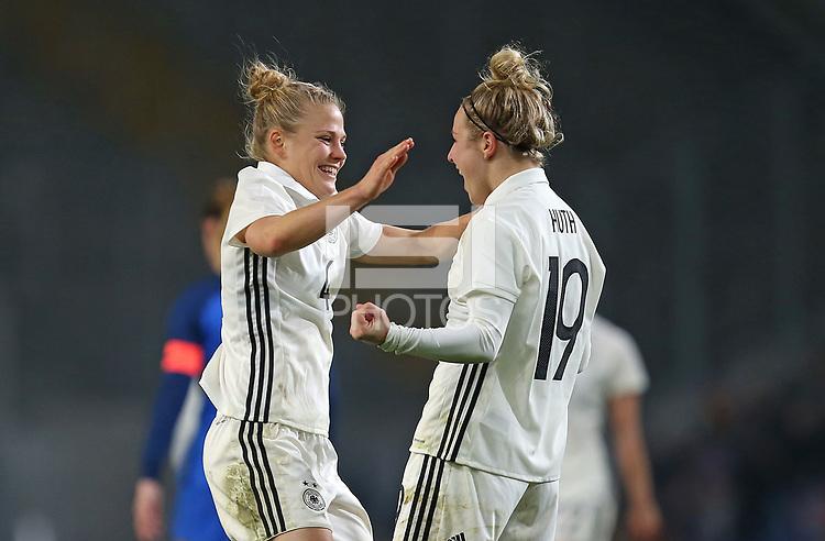 24.11.2017, Football Frauen Laenderspiel, Germany - France, in der SchuecoArena Bielefeld. Jubel  Leonie Maier (Germany) und  Svenja Huth (Germany) celebrates scoring to 4:0 *** Local Caption *** © pixathlon +++ tel. +49 - (040) - 22 63 02 60 - mail: info@pixathlon.de<br /> <br /> +++ NED + SUI out !!! +++
