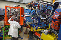 - CNR, Consiglio Nazionale delle Ricerche, INFN (Istituto Nazionale di Fisica Nucleare), laboratori nazionali di Legnaro (Padova)..acceleratore elettrostatico di ioni  TANDEM  XTU, sala apparati sperimentali....- CNR, National Research Council, INFN (National Institute for Nuclear Physics), national laboratories of Legnaro (Padova)..ionian electrostatic accelerator  TANDEM  XTU, experimental apparatus room