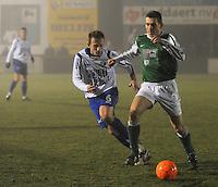 KM Torhout - KSV Temse..Bjorn Derycke (rechts) aan de bal. Kevin Leemans volgt hem aandachtig (links)...foto VDB / BART VANDENBROUCKE