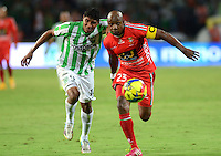 MEDELLIN -COLOMBIA-9 -NOVIEMBRE-2014. Luis Ruiz (Izq)  de Atletico Nacional disputa el balo con Gonzalo Martinez de  Patriotas FC   durante partido de la  18  fecha  de La Liga Postob—n 2014-2. Estadio Atanasio Girardot . /l Luis Ruiz  (L) of  Atletico Naciona fights for the ball with Gonzalo Martinez of Patriots FC during party 18 La Liga Postob—n date 2014-2. Atanasio Girardot Stadium  Stadium. Photo: VizzorImage / Luis Rios  / Stringer