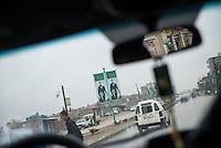 Strassenszene in Qamishli, Rojava/Syrien.<br /> Auf grossen Plakaten werden Kaempferinnen und Kaempfer aus der jeweiligen Stadt Rojavas gezeigt.<br /> 14.12.2014, Qamishli/Rojava/Syrien<br /> Copyright: Christian-Ditsch.de<br /> [Inhaltsveraendernde Manipulation des Fotos nur nach ausdruecklicher Genehmigung des Fotografen. Vereinbarungen ueber Abtretung von Persoenlichkeitsrechten/Model Release der abgebildeten Person/Personen liegen nicht vor. NO MODEL RELEASE! Nur fuer Redaktionelle Zwecke. Don't publish without copyright Christian-Ditsch.de, Veroeffentlichung nur mit Fotografennennung, sowie gegen Honorar, MwSt. und Beleg. Konto: I N G - D i B a, IBAN DE58500105175400192269, BIC INGDDEFFXXX, Kontakt: post@christian-ditsch.de<br /> Bei der Bearbeitung der Dateiinformationen darf die Urheberkennzeichnung in den EXIF- und  IPTC-Daten nicht entfernt werden, diese sind in digitalen Medien nach §95c UrhG rechtlich geschuetzt. Der Urhebervermerk wird gemaess §13 UrhG verlangt.]