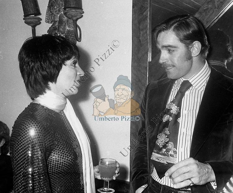 FABIO TESTI E LIZA MINELLI<br /> FESTA PER LIZA MINELLI AL GRATICOLA ROMA 1975