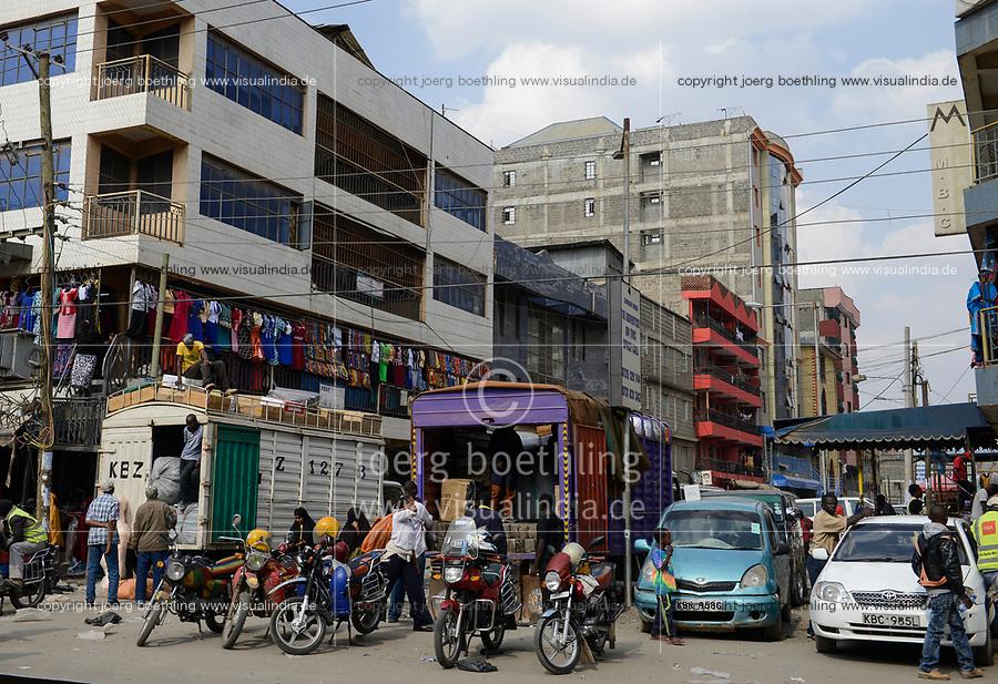 KENYA, Nairobi, refugees from Somalia in suburban Eastleigh also called Little Mogadishu due to major Somali population, main shopping road / KENIA, Nairobi, Stadtteil East-Leigh der durch seinen hohen Anteil an somalischen Fluechtlingen auch Klein Mogadishu genannt wird, Hauptgeschaeftsstrasse