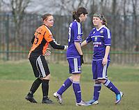 RSC Anderlecht Dames - Beerschot : voor de wedstrijd met Julie Van Gysel , Diede Lemey  en Laura Deloose.foto DAVID CATRY / Vrouwenteam.be