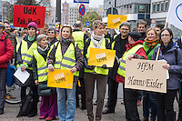 """Am Donnerstag den 6. November 2014 protestierten Lehrbeauftrage der Universitaeten und Hochschulen in Berlin gegen ihre prekaeren Beschaeftigungsbedingungen vor der Senatsverwaltung fuer Bildung, Jugend und Wissenschaft.<br /> An den Hochschulen Berlins sind mehr als 6.300 Lehrbeauftragte beschaeftigt, fast doppelt so viele wie Professuren. Waehrend die aber meist noch immer Beamte auf Lebenszeit sind, muessen die Lehrbeauftragten bei nahezu gleichen Taetigkeiten meisst ohne Arbeitsvertrag arbeiten.<br /> Der Protest wurde von der Gewerkschaft Erziehung und Wissenschaft, der Deutschen Orchestervereinigung und der Dienstleistungsgewerkschaft ver.di unterstuetzt.<br /> Im Bild: Lehrbeauftragte der Hochschule fuer Musik """"Hans Eisler"""" und der Universitaet der Kuenste - Fakultaet Musik.<br /> 6.11.2014, Berlin<br /> Copyright: Christian-Ditsch.de<br /> [Inhaltsveraendernde Manipulation des Fotos nur nach ausdruecklicher Genehmigung des Fotografen. Vereinbarungen ueber Abtretung von Persoenlichkeitsrechten/Model Release der abgebildeten Person/Personen liegen nicht vor. NO MODEL RELEASE! Don't publish without copyright Christian-Ditsch.de, Veroeffentlichung nur mit Fotografennennung, sowie gegen Honorar, MwSt. und Beleg. Konto: I N G - D i B a, IBAN DE58500105175400192269, BIC INGDDEFFXXX, Kontakt: post@christian-ditsch.de<br /> Urhebervermerk wird gemaess Paragraph 13 UHG verlangt.]"""