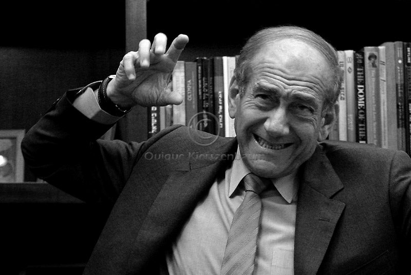 Israeli P.M. Ehud Olmert in his office in Jerusalem, June 6, 2006. Photo by Quique Kierszenbaum.