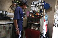 TUNJA - COLOMBIA, 15-04-2020:Habitantes de los barrios deprimios de la ciudad, piden auxilios alimenticios y económicos con banderas rojas desde sus casas , para poder sobrevivir durante el aislamiento preventivo obligatorio contra la propagación de la pandemia del Coronavirus. ./<br /> Citizens of the poor sectors of the city, ask for food and economic aid with red flags from their homes, in order to survive during the mandatory preventive isolation to prevent the spread of the Coronavirus pandemic. Photo: VizzorImage /Darlin Bejarano / Contribuidor