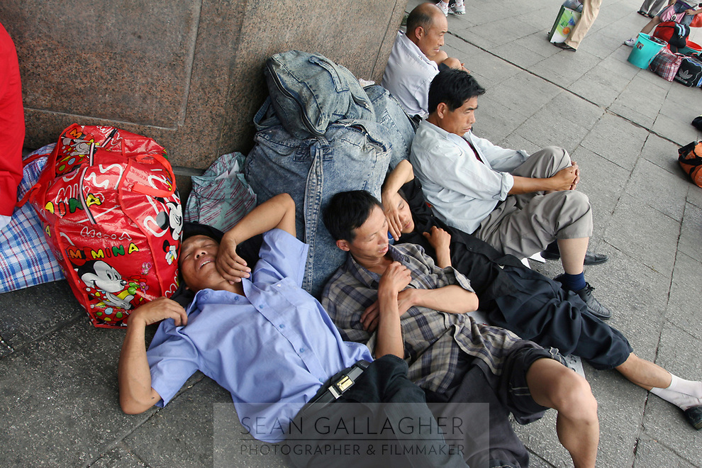 CHINA. Beijing. Migrant workers outside Beijing West Train Station. 2007.
