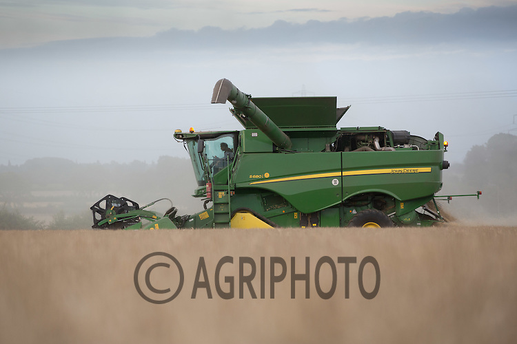 Harvesting winter wheat in Lincolnshire<br /> Picture Tim Scrivener 07850 303986<br /> ….Covering agriculture in the UK….