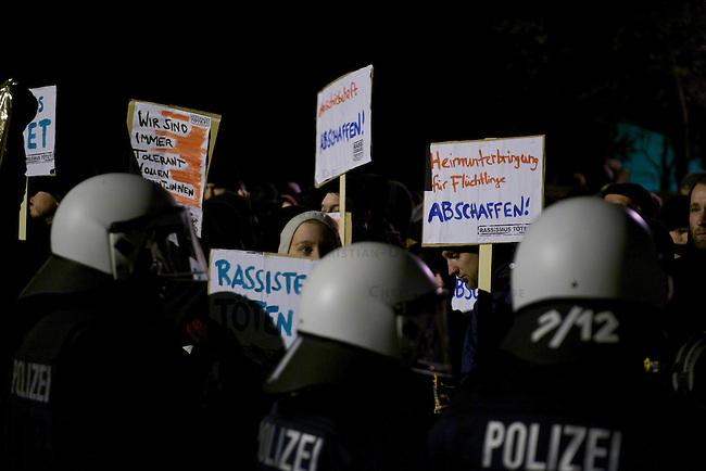 Etwa 120 Rechtsradikale von der NPD und deren Sympathiesanten marschierte am Freitag den 9. November 2012 in Wolgast auf, um gegen ein Fluechtlingsheim zu protestieren. Der Aufmarsch kam wegen Sitzblockaden von Anwohnern und antifaschistischen Gruppen nur ca. 2 Kilometer weit und wurde abgebrochen.<br /> An den Sitzblockaden kam es vereinzelt zu Rangeleien zwischen Blockieren und Polizei.<br /> 9.11.2012, Berlin<br /> Copyright: Christian-Ditsch.de<br /> [Inhaltsveraendernde Manipulation des Fotos nur nach ausdruecklicher Genehmigung des Fotografen. Vereinbarungen ueber Abtretung von Persoenlichkeitsrechten/Model Release der abgebildeten Person/Personen liegen nicht vor. NO MODEL RELEASE! Nur fuer Redaktionelle Zwecke. Don't publish without copyright Christian-Ditsch.de, Veroeffentlichung nur mit Fotografennennung, sowie gegen Honorar, MwSt. und Beleg. Konto: I N G - D i B a, IBAN DE58500105175400192269, BIC INGDDEFFXXX, Kontakt: post@christian-ditsch.de<br /> Bei der Bearbeitung der Dateiinformationen darf die Urheberkennzeichnung in den EXIF- und  IPTC-Daten nicht entfernt werden, diese sind in digitalen Medien nach §95c UrhG rechtlich geschuetzt. Der Urhebervermerk wird gemaess §13 UrhG verlangt.]