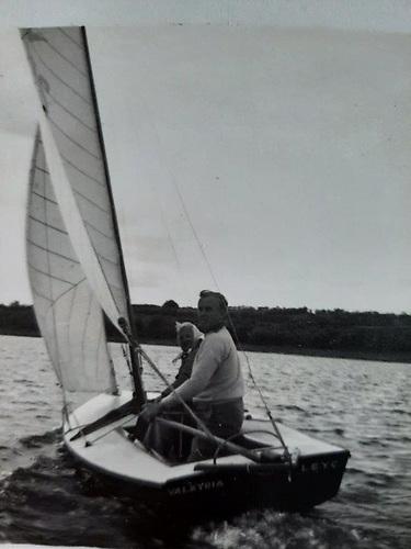 Major Madden sailing Valkyria. Note the bumkin on the transom courtesy Madden family
