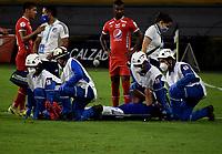 IBAGUE - COLOMBIA, 01-05-2021: Kilver Moreno de Millonarios F. C. es retirado en camilla de la cancha, durante partido de vuelta entre Millonarios F. C. y America de Cali de los cuartos de final por la Liga BetPlay DIMAYOR I 2021 jugado en el estadio Manuel Murillo Toro en la ciudad de Ibague. / Kilver Moreno of Millonarios F. C. is removed on stretcher of the court, during a match of the second leg between Millonarios F. C. and America de Cali of the quarter semifinals for the BetPlay DIMAYOR I 2021 League played at the Manuel Murillo Toro Stadium in Ibague city. / Photo: VizzorImage / Joan Orjuela / Cont.