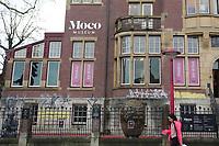 08.12.2018 - Pixação é vista no Museu Moco em Amsterdã na Holanda