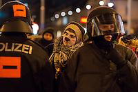 Bis zu 10.000 Menschen protestierten am Freitag den 30. Januar 2015 in Wien gegen den Akademikerball der rechten FPOe, der zum dritten Mal in der Wiener Hofburg stattfand. Bei den Protesten kam es zu kleineren Rangeleien zwischen Polizei und Ballgegnern, bei denen vereinzelt auch Feuerwerkskoerper und Gegenstaende geworfen wurden. Die Polizei nahm lt. eigenen Angaben 35 Personen fest.<br /> Im Bild: Ein Mitglied einer Clowns-Armee vermisst mit einem Zollstock ein Mitglied der Polizei-Sondereinsatzgruppe WEGA.<br /> 30.1.2015, Wien<br /> Copyright: Christian-Ditsch.de<br /> [Inhaltsveraendernde Manipulation des Fotos nur nach ausdruecklicher Genehmigung des Fotografen. Vereinbarungen ueber Abtretung von Persoenlichkeitsrechten/Model Release der abgebildeten Person/Personen liegen nicht vor. NO MODEL RELEASE! Nur fuer Redaktionelle Zwecke. Don't publish without copyright Christian-Ditsch.de, Veroeffentlichung nur mit Fotografennennung, sowie gegen Honorar, MwSt. und Beleg. Konto: I N G - D i B a, IBAN DE58500105175400192269, BIC INGDDEFFXXX, Kontakt: post@christian-ditsch.de<br /> Bei der Bearbeitung der Dateiinformationen darf die Urheberkennzeichnung in den EXIF- und  IPTC-Daten nicht entfernt werden, diese sind in digitalen Medien nach §95c UrhG rechtlich geschuetzt. Der Urhebervermerk wird gemaess §13 UrhG verlangt.]