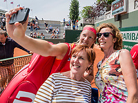 Paris, France, 4 June, 2017, Tennis, French Open, Roland Garros, Woman's doubles: Kiki Bertens (NED) making a selfy with supporters <br /> Photo: Henk Koster/tennisimages.com