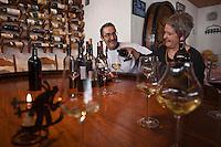 Europe/Suisse/Valais/Champéry/ Planachaux: Restaurant: Chez Coquoz - Agnés Gex-Collet et son mari lors d'une sélection de vins valaisans [Non destiné à un usage publicitaire - Not intended for an advertising use]