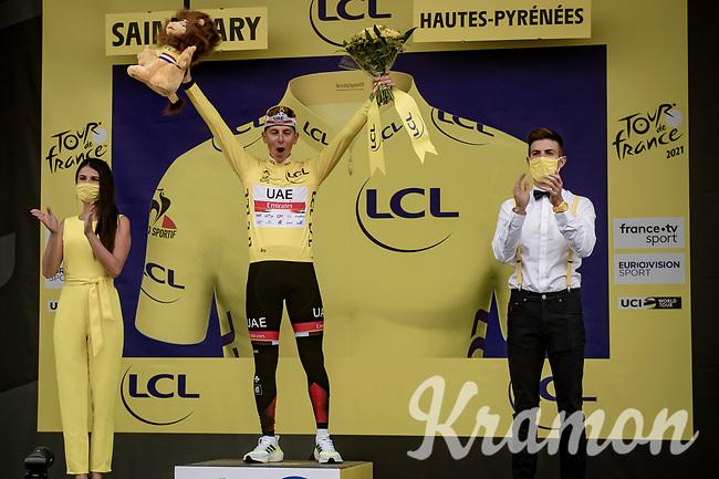 yellow jersey / GC leader Tadej Pogacar (SVN/UAE-Emirates) on the podium at the finish up the Col du Portet (HC/2215m)<br /> <br /> Stage 17 from Muret to Saint-Lary-Soulan (Col du Portet)(178km)<br /> 108th Tour de France 2021 (2.UWT)<br /> <br /> ©kramon