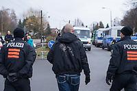 """Ca. 550 Neonazis, Hooligans, NPD-Mitglieder und Mitglieder der Neonazipartei """"Die Rechte"""", sowie eine sog. Buergerinitiative """"Gegen Asylmissbrauch den Mund aufmachen"""" protestierten am Samstag den 22. November 2014 gegen ein Fluechtlingsheim in Berlin Marzahn-Hellersdorf gegen eine geplante Unterkunft fuer Fluechtlinge.<br /> Dagegen protestieren bereits Stunden vor dem Aufmarsch ueber 3.500 Menschen an mehreren Punkten der Marschroute. Die Polizei lies sie zunaechst gewaehren.<br /> Bis zum Einbruch der Dunkelheit konnte der rechtsradikale Aufmarsch nur ca. 70 Meter Wegstrecke zurueck legen und wurde dann von der Polizei in einer chaotischen Aktion zum S-Bahnhof gebracht. Gegendemonstranten gelang es nach unverstaendlichen Polizeimanoevern bis auf wenige Meter an die Rechtsradikalen zu gelangen und es kam zu Auseinandersetzungen bei denen beide Seiten sich mit Flaschen, Steinen und Feuerwerkskoerpern beworfen.<br /> Im Bild: Ein Neonazi-Hooligan wird von der Polizei zum Sammelplatz des Aufmarsches geleitet.<br /> 22.11.2014, Berlin<br /> Copyright: Christian-Ditsch.de<br /> [Inhaltsveraendernde Manipulation des Fotos nur nach ausdruecklicher Genehmigung des Fotografen. Vereinbarungen ueber Abtretung von Persoenlichkeitsrechten/Model Release der abgebildeten Person/Personen liegen nicht vor. NO MODEL RELEASE! Nur fuer Redaktionelle Zwecke. Don't publish without copyright Christian-Ditsch.de, Veroeffentlichung nur mit Fotografennennung, sowie gegen Honorar, MwSt. und Beleg. Konto: I N G - D i B a, IBAN DE58500105175400192269, BIC INGDDEFFXXX, Kontakt: post@christian-ditsch.de<br /> Bei der Bearbeitung der Dateiinformationen darf die Urheberkennzeichnung in den EXIF- und  IPTC-Daten nicht entfernt werden, diese sind in digitalen Medien nach §95c UrhG rechtlich geschuetzt. Der Urhebervermerk wird gemaess §13 UrhG verlangt.]"""