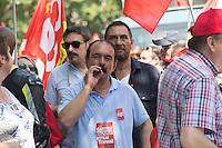Paris (75) - Manifestations contre la loi Travail. Le cortège placé sous haute surveillance policière est composé de 60.000 manifestants, selon les syndicats, 20.000 selon la police. Départ place de la Bastille, pour un parcours restreint de 1,6 km autour du bassin de l'Arsenal. Philippe Martinez, CGT