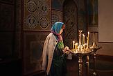 Pro EU Demonstrationen in Kiew, Zwischenaufnahme Frau in Orthodoxer Kirche