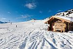 Austria, Tyrol, Zillertal Arena, above Gerlos: Ski-run from Isskogel mountain, upper station Ebenfeld X-Press at background | Oesterreich, Tirol, Zillertal Arena, oberhalb Gerlos: Skiabfahrt vom Isskogel, im Hintergrund die Bergstation des Ebenfeld X-Press