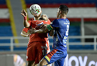 CALI - COLOMBIA, 25-10-2020: Yesus Cabrera del América disputa el balón con Camilo Ayala del Pasto durante partido por la fecha 16 de la Liga BetPlay DIMAYOR 2020 entre América de Cali y Deportivo Pasto jugado en el estadio Pascual Guerrero de la ciudad de Cali. / Duvan Vergara of America struggles the ball with Camilo Ayala of Pasto during match for the for the date 16 as part of BetPlay DIMAYOR League 2020 between America de Cali and Deportivo Pasto played at Pascual Guerrero stadium in Cali. Photo: VizzorImage / Gabriel Aponte / Staff