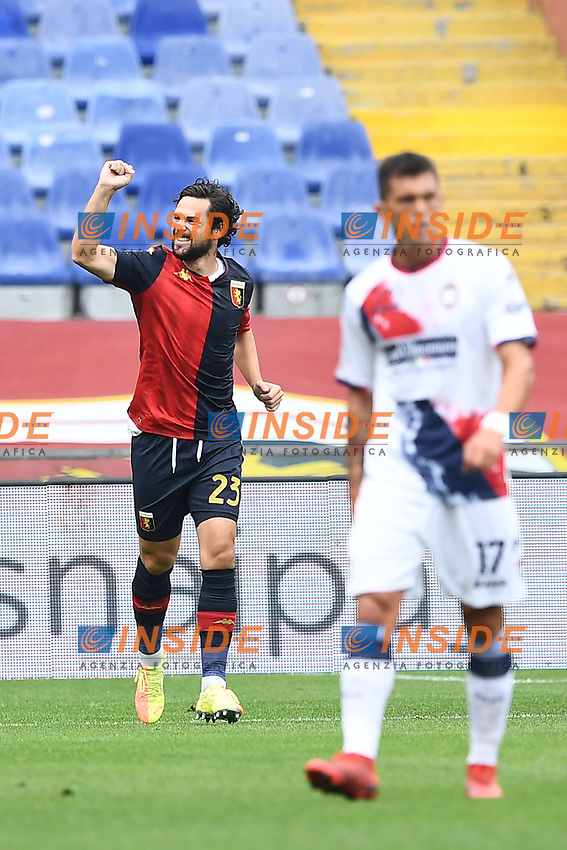 esultanza gol Mattia Destro <br /> Serie A football match between Genoa CFC and FC Crotone at Marassi Stadium in Genova (Italy), September 20th, 2020. Photo Image Sport / Insidefoto