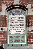 Nederland  Alkmaar  - September 2020 . Tegels met de tekst : Spaarbank Hulpbank. .  Foto : ANP/ Hollandse Hoogte / Berlinda van Dam