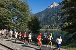 Schweiz, Graubuenden, bei Puschlav (Poschiavo) im Puschlavtal (Val Poschiavo) jaehrlicher Laufwettbewerb am Puschlaversee (Lago di Poschiavo)   Switzerland, Graubuenden, near Poschiavo at Val Poschiavo yearly track racing at Lago die Poschiavo