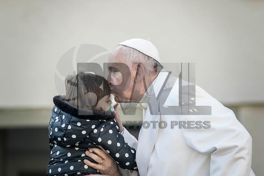 VATICANO, 24.02.2016: PAPA-FRANCISCO - O papa Francisco participa de sua audiência geral com fiéis na Praça de São Pedro, no Vaticano, nesta quarta-feira (24). (Foto: Giuseppe Ciccia/Brazil Photo Press)
