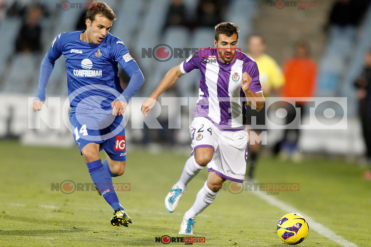 Getafe's Pedro Leon (l) and Real Valladolid's Mikel Balenziaga during La Liga match.November 18,2012. (ALTERPHOTOS/Acero) NortePhoto