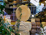 CHE, Schweiz, Tessin, Lugano (Altstadt): Kaesespezialitaeten in der Via Pessina | CHE, Switzerland, Ticino, Lugano (Old Town): cheese specialties at Via Pessina