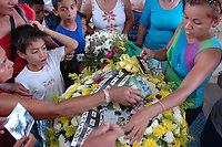 Assassinato irmã Dorothy Stang<br /> O corpo da missionária americana Dorothy Stang, da congregação irmãs de Notre Dame, 73 anos, é velado em Altamira antes de seguir para Anapú, local onde será enterrado. <br /> Irmã Dorothy foi assassinada brutalmente as 7: 30 da manhã do (12/02/2005) quando saia de uma casa no assentamento feito pelo Incra conhecido como PDS Esperança. Conforme os levantamentos preliminares a religiosa foi morta com 9 tiros , dois dos quais na cabeça.<br /> Altamira, Pará, Brasil<br /> 14/02/2005<br /> Foto Paulo Santos